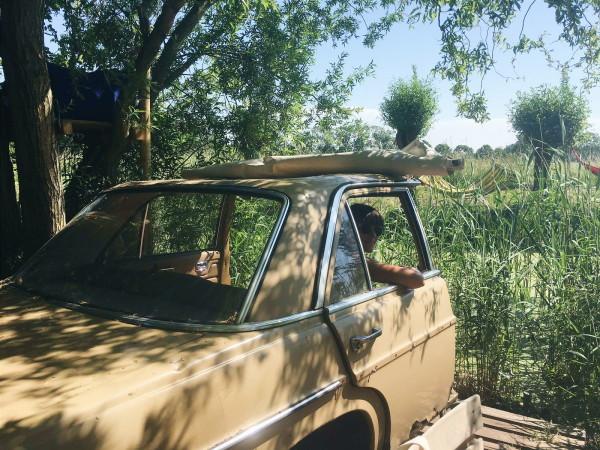 Chilling in a car at De Cantina