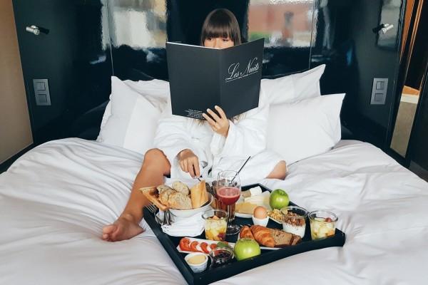 Antwerp City Guide. Elke in Hotel Les Nuits