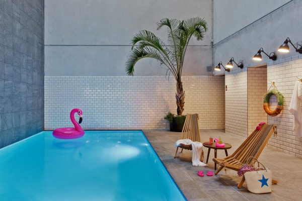 pool moxy Amsterdam