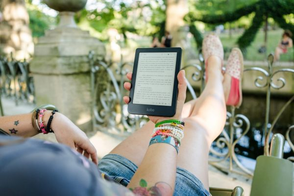 E-reader | Gift ideas for backpackers