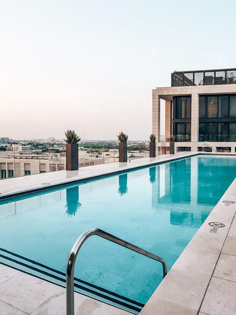 Hotel pool Mandarin Oriental in Doha