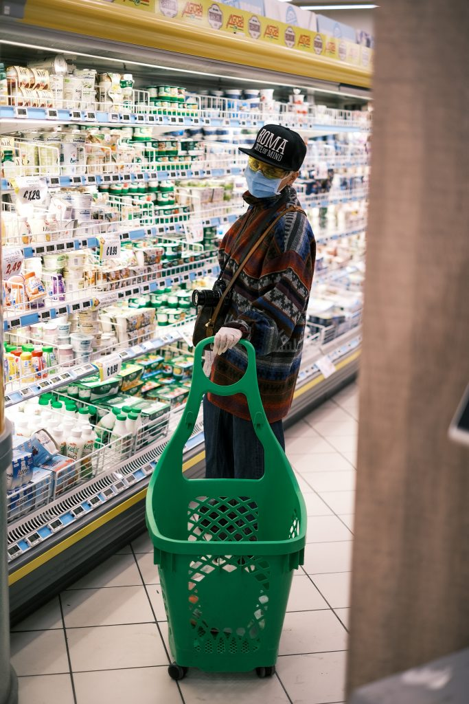 Man with facemask in supermarket