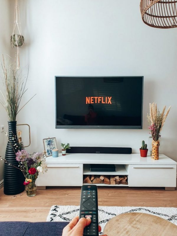 8X NEW NETFLIX TIPS FOR APRIL
