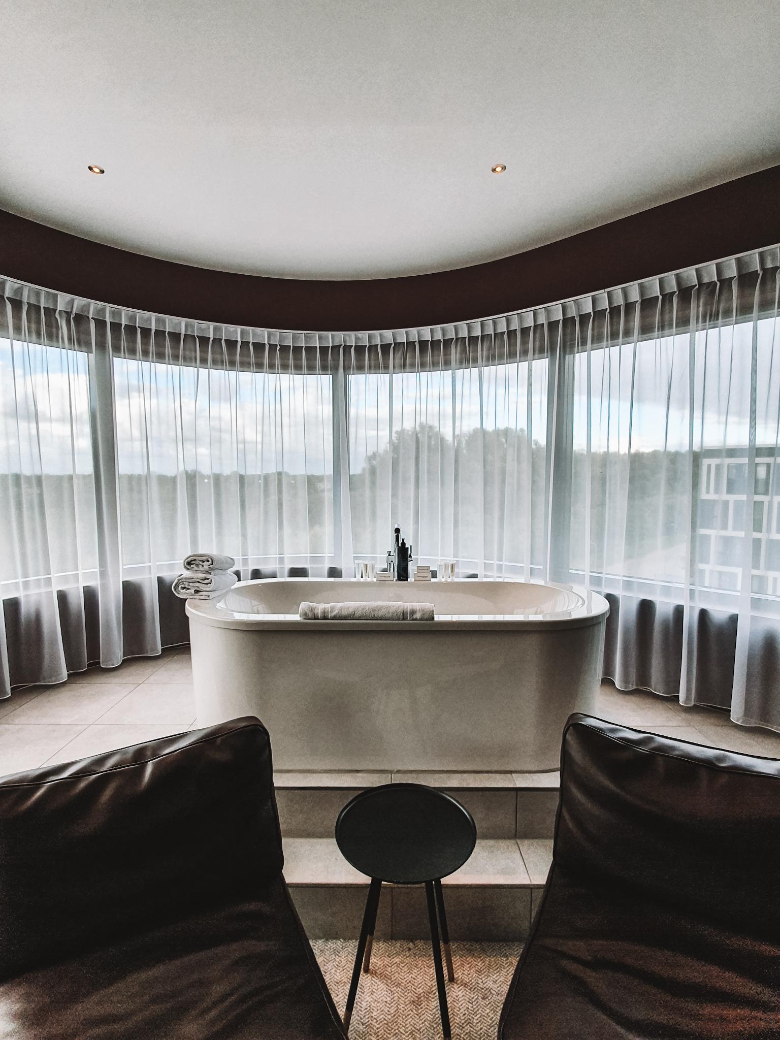 Bathtub Corendon Village Hotel