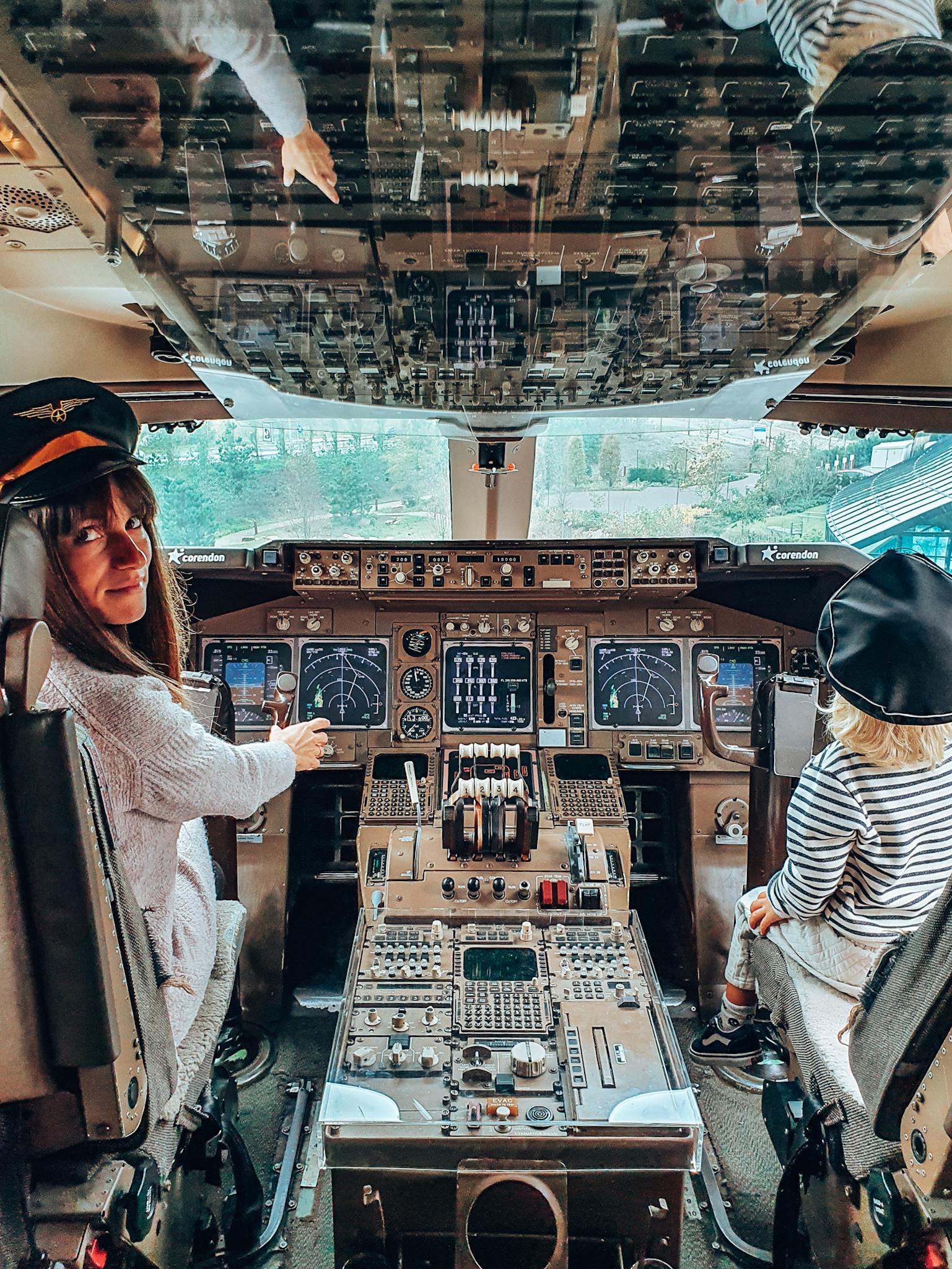 Corendon Boeing 747 cockpit
