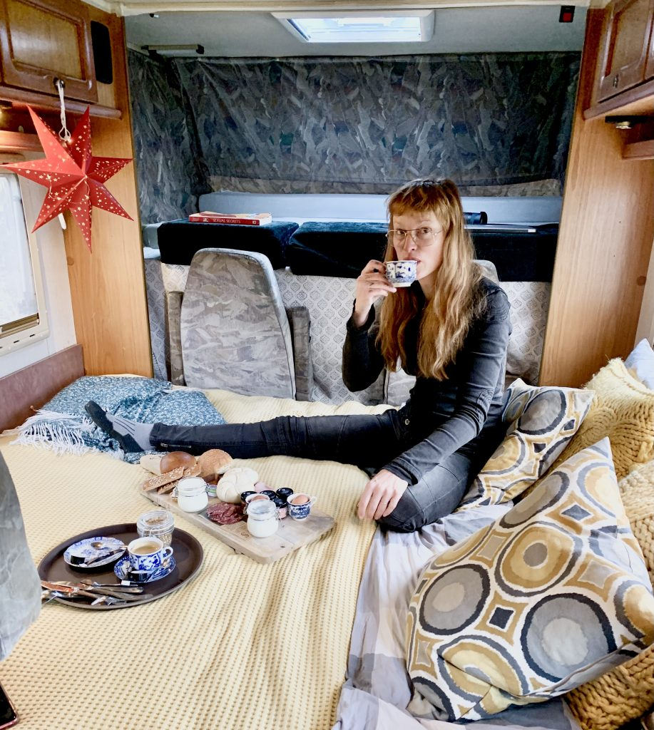 Kim Labrie in camper, Winter campings